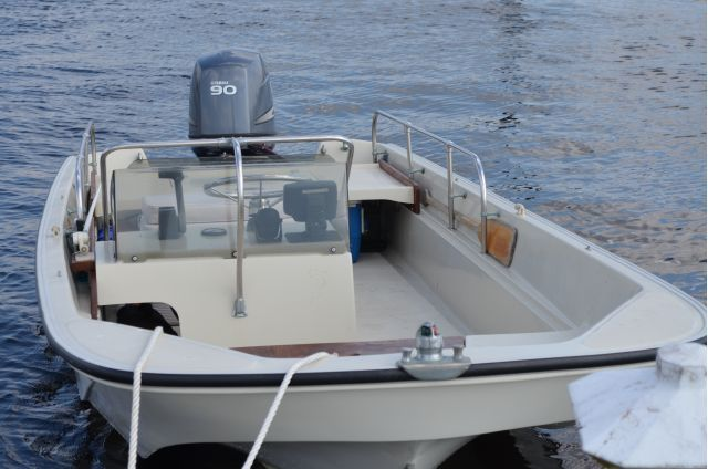 Whaler Central Boston Whaler Boat Information And Photos Personal Page Of Jadom In 2020 Boston Whaler Boston Whaler Boats Whalers
