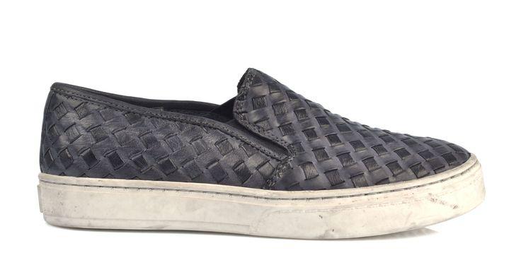 6023/Magnete Slip On in pelle di vitello intrecciato, suola in gomma. #galluccishoes #kids #shoes #sneakers #slipon #intrecciato #SS16