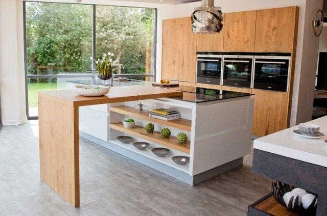 cuisine-moderne-tendance-2015-table-rectangulaire-etageres-bois
