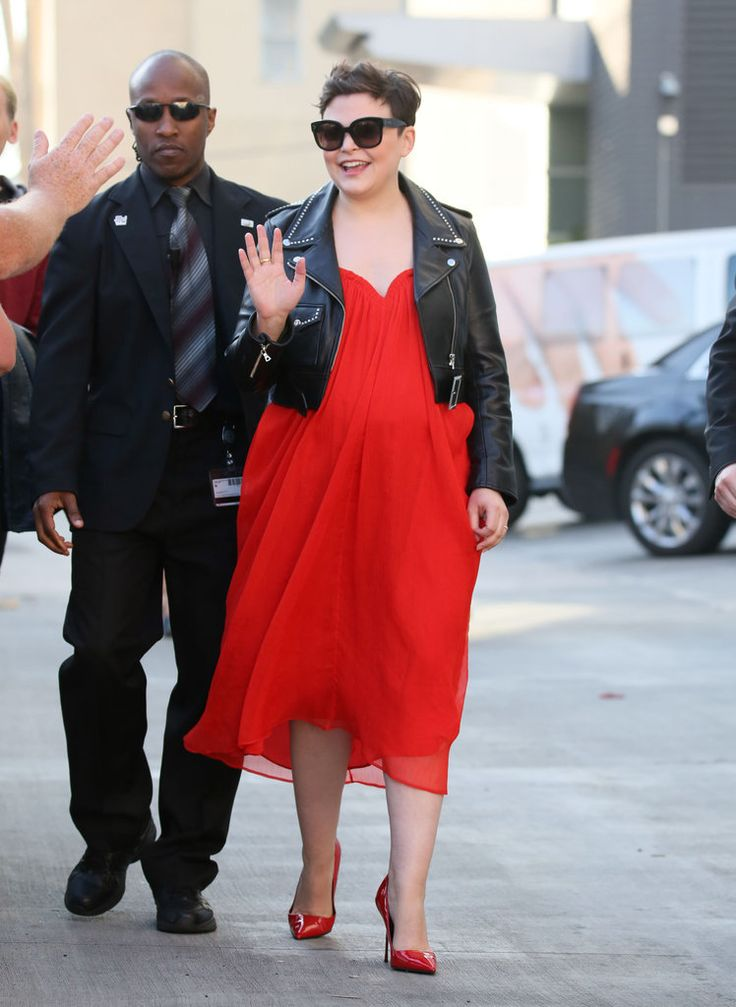 Pregnant Ginnifer Goodwin looking beautiful in red