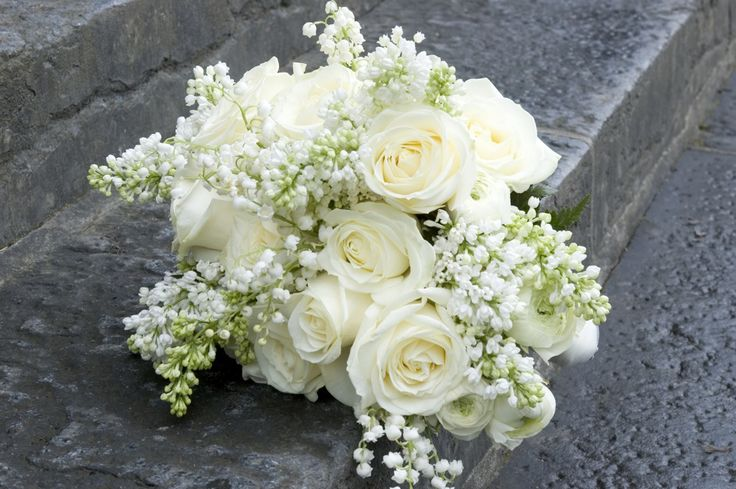 White bridal Bouquet with Roses, Lily of the Valley, Ranunculus and ...