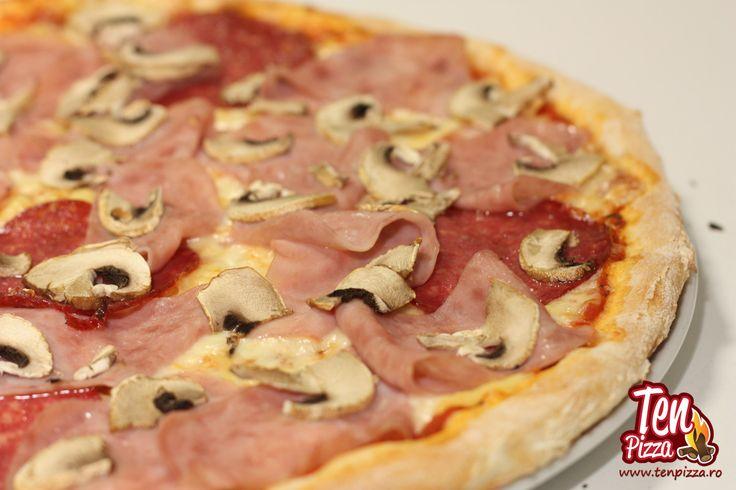 Pizza Rustica - Salsa di pomodoro, mozzarella, sunca, salam, ciuperci proaspete