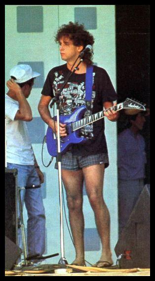 Gustavo Cerati durante la prueba de sonido de Soda Stereo en el Festival de Viña del Mar, 1987