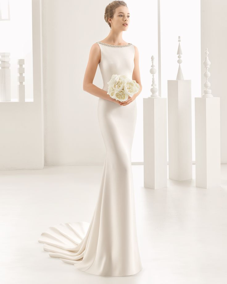Crepe wedding gown with frosted beaded back. Rosa Clará 2017 Collection.