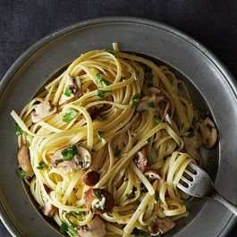 Linguine with Lemon, Garlic, and Thyme Mushrooms