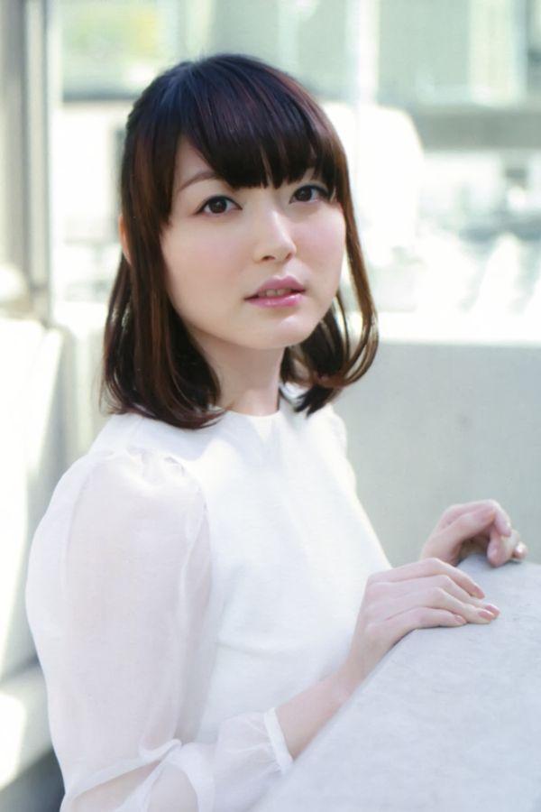 Kana Hanazawa Nude Photos 21