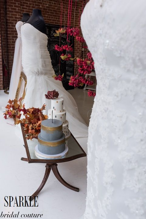 This lovely photo by @lalalena shows all the elements of our Marsala Hue display. The autumn shades, Marsala, and grey work perfectly together. Floral designs and cakes can make your wedding colors shine on your special day. http://www.gigimallattevents.com/ @gigimallatt #gigimallattevents http://www.leilanipaular.com/ #leilanipaularphotography http://www.popeventrentalsanddesigns.com/ @poprentals #poprentalsanddesign http://www.paperheartpatisserie.com/ @paperheartp #paperheartpatisserie
