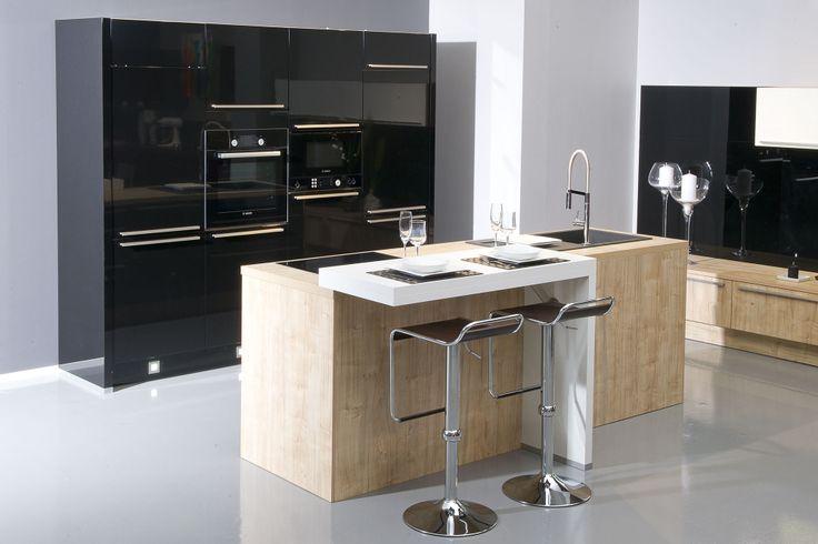 cuisine design compacte et masculine avec lot central. Black Bedroom Furniture Sets. Home Design Ideas