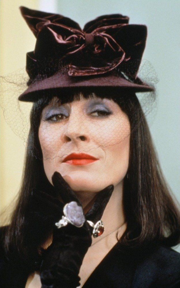 anjelica huston in the witches 1990 click to expand - Halloween Movies About Witches