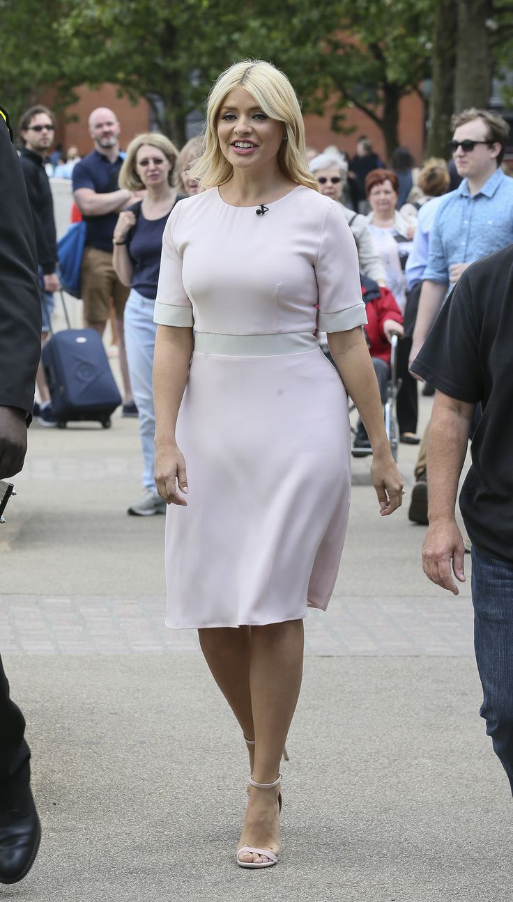 Holly Willoughby – This Morning Outside 14.07.16