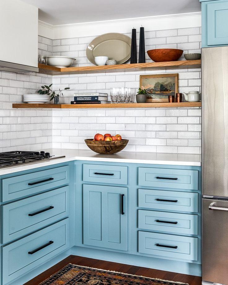 Ocean inspired modern coastal kitchen with bloe
