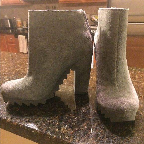 FINAL PRICE CUT! SAM EDELMAN gray suede boots sz 7 NWT SAM EDELMAN gray suede boots sz 7.. My favorite color boot because it literally goes with anything! Super comfy and looks great with any jean or skinnies.. Limited time only , not sure if I want to sell! 4in heel.. Price firm.. Brand new! FREE SHIP PP.. Sam Edelman Shoes Ankle Boots & Booties