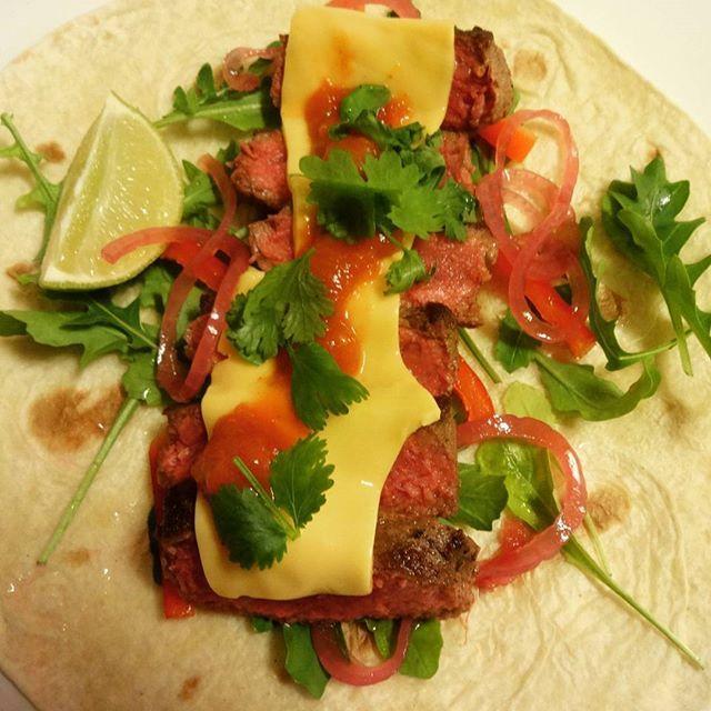 Edel's Mat & Vin : Burrito med biff & cheddar ♫♪ Servert med hjemmela...