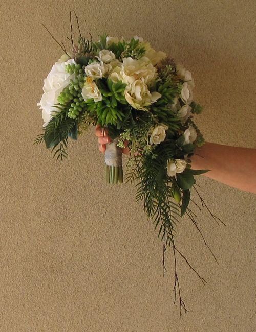 17 best images about bridal blooms on pinterest for Crescent bouquet