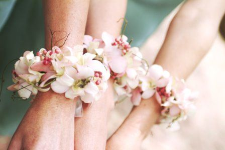 Simple yet beautiful and sweet wrist corsages for the pretty bridesmaids. =)