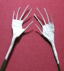 Приглашаю вас, мои уважаемые читатели посетить мой виртуальный МК по лепке кистей рук из самозатвердевающих пластиков. Материалы нам необходимо приготовить для работы: проволока для построения каркаса кисти руки (любая тонкая: медная, флористическая, ) тейп-лента (липкая бумажная лента различных цветов, продающаяся в флористических магазинах)для обмотки (тейпирования проволоки) самозастывающий…