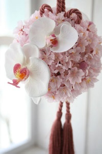 Ball bouquet of cherry blossoms and orchids for wedding. 桜のウェディングボールブーケ...Mmmm, skip the orchids, gets some azaleas?