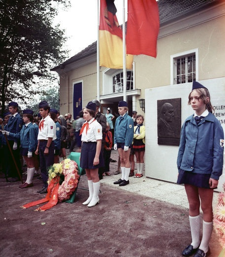 Commemoration for Ernst Thälmann in Potsdam. Showing several Jungpioniere (Young Pioneers)