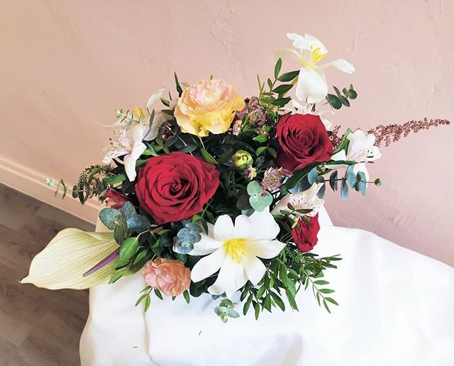 Another Favourite From Last Week Those Tulips Simply Stole Our Hearts Fleuristesg Roses Sgflowers Bouquet Rus Flower Delivery Tulips Flower Arrangements