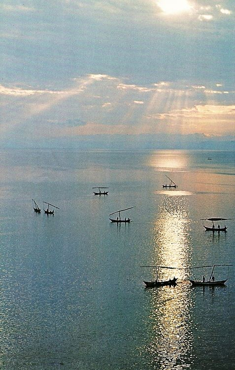 vintagenatgeographic:    Lake Victoria, one of the African Great Lakes  National Geographic | May 1985