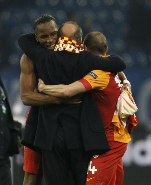 Drogba and Sneijder w/Fatih Terim after Galatasary 3-2 against Schalke
