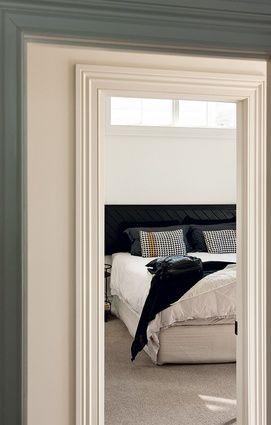 Jade Hurst's home in Auckland [urbismagazine.com] black diagonal headboard