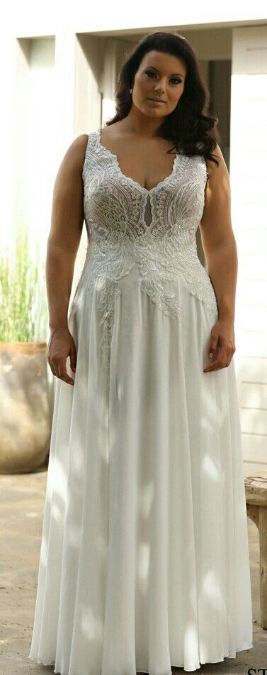 Plus size wedding gown with lace top and flowy chiffone skirt. Chloe. Studio Levana