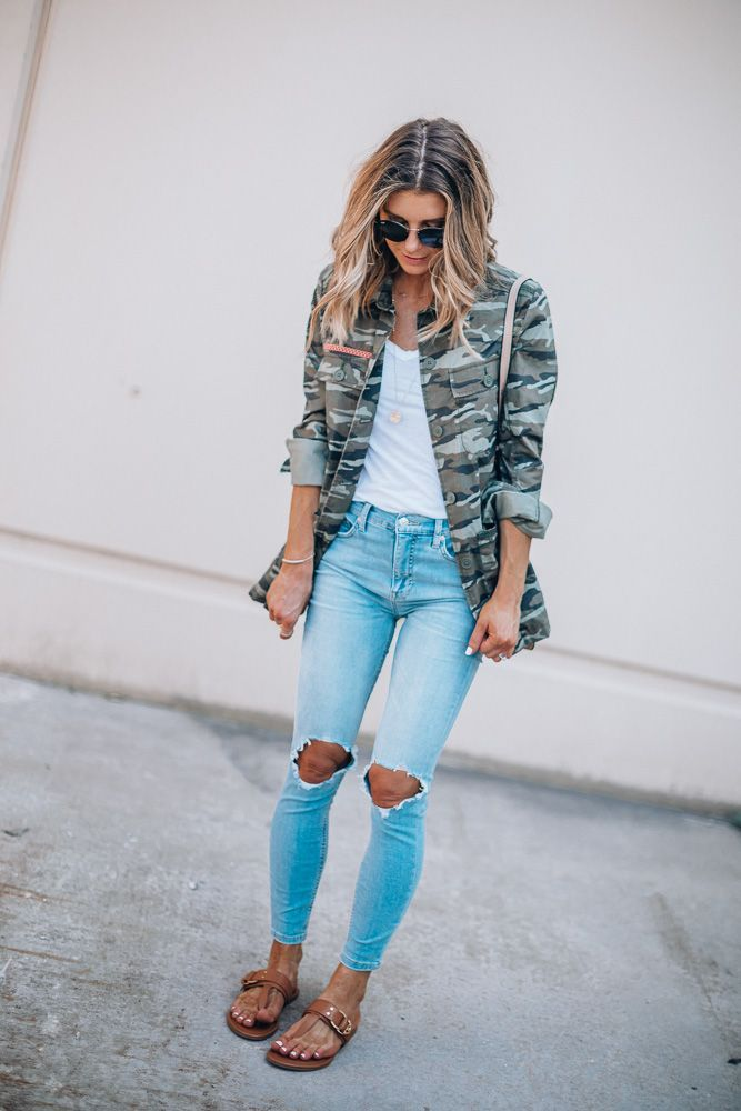 5d0f803e30904 nordstrom anniversary sale outfit caslon camo utliity jacket free people  distressed jeans