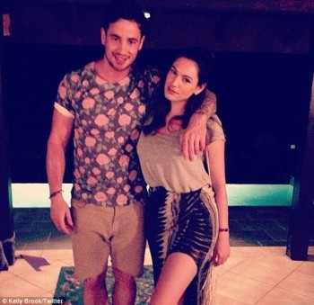 Kelly Brook retaliates at love rival Katie Price on Twitter as feud over Danny Cipriani intensifies    Read more: http://www.bellenews.com/2013/06/02/fashion-style/kelly-brook-retaliates-at-love-rival-katie-price-on-twitter-as-feud-over-danny-cipriani-intensifies/#ixzz2V2tLnPPt