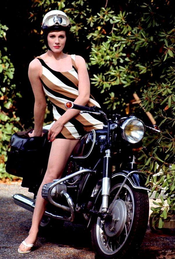 Женщина с коляской под юбкой фото 22-294