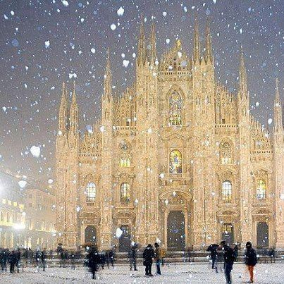 winter wonderland, Duomo Cathedral in Milan, Italy. I'd love to go see