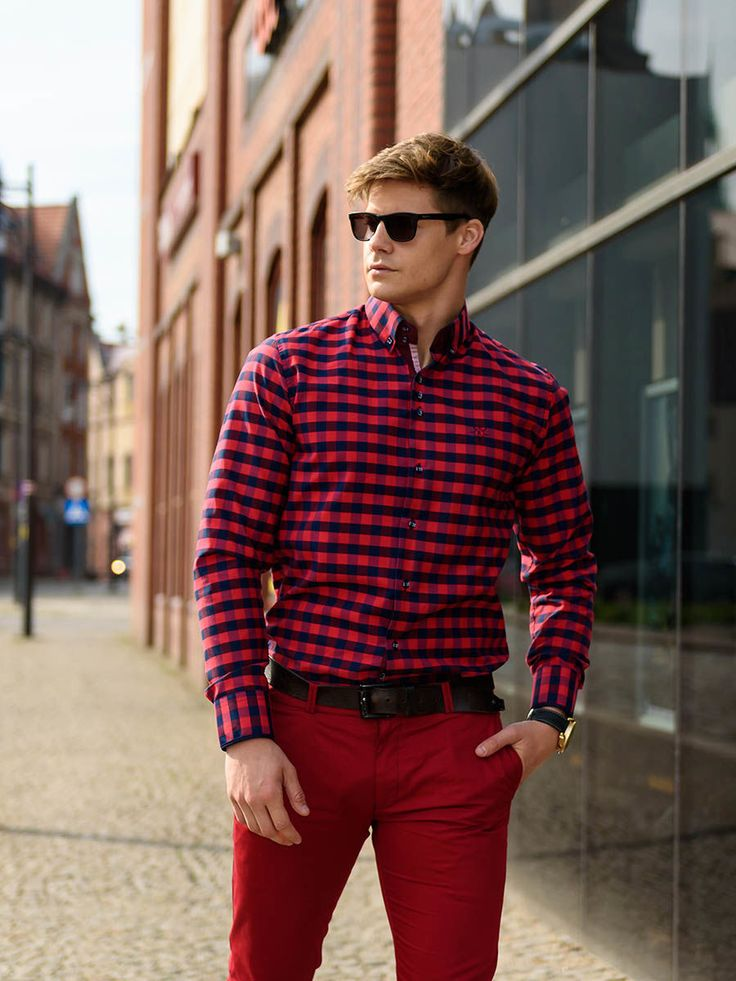 Elegant and expressive outfit from Bolf. The checked shirt is a great match-up for red chinos. Become more mysterious thans to the trendy sunglasses.