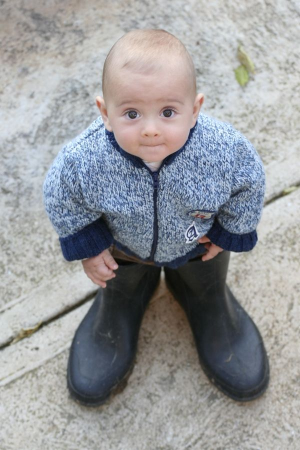 via tumblr @Sara Gullickson Such a cute idea Need to do this with Aubrey as she grows in K shoes