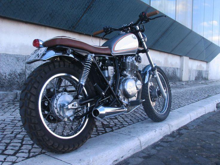 Suzuki GN250   Cafe racer motorcycle, Cafe racing, Cafe racer
