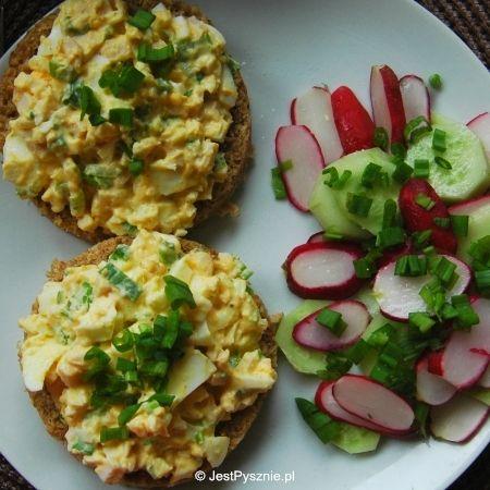 Pasta jajeczna z szynką i szczypiorem
