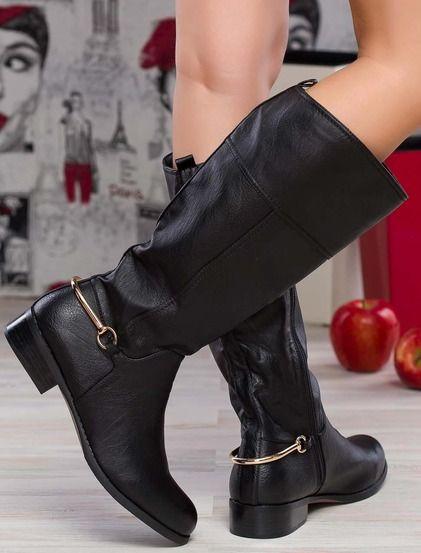 Casual μπότες  • Κατασκευασμένο από μαλακό συνθετικό δέρμα • Άνετο χαμηλό τακούνι • Διακοσμητικό λουράκι με μεταλλική αγκράφα στον αστράγαλο • Ελαστική  • Φερμουάρ στο εσωτερικό • Υφασμάτινη επένδυση σουέτ #boots #shoes #fashion