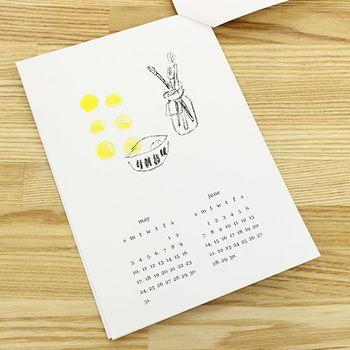 オンラインショップでもレトロ印刷JAMを使って作られたいろんな作家の作品を購入できます。こんな素朴なカレンダーや…