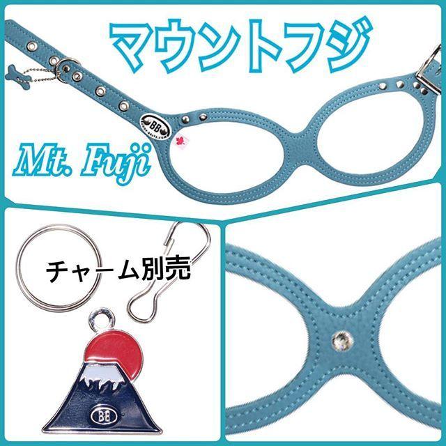 """・ ・ まだまだ寒い日が続きますね❄️ ・ バディーベルト(リミテッド・ラグジュアリー)の新色をご紹介します🐶 ・ 日本🇯🇵富士山のカラーをイメージしたネーミングがなんとも可愛い🗻「マウントフジ【Mt.Fuji】」 ・ ・ お色は""""Teal Blue""""(ティールブルー)マガモ(真鴨)🦆の羽のように緑がかったブルーです。 ・ ・ #バディーベルト #バディーベルトジャパン #2018新色 #リミテッドラグジュアリー #マウントフジ #富士山 #buddybelts #buddybeltsjapan #2018newcolor #bestharness #dog #doglovers #Fuji"""