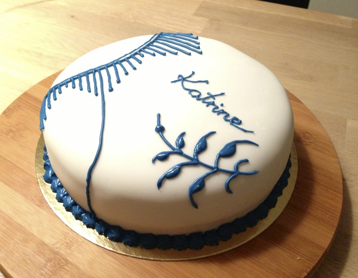 My 24th birthday cake, which should resemble the Danish royal porcelain, Royal Copenhagen.