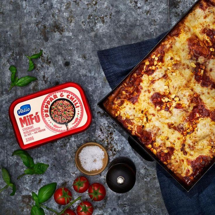 Sista recept ut av de som jag har tagit fram för @valiosverige med den nya produkten MiFú är min personliga favorit, lasagne. Utan kött men precis lika mumsigt smoffig som originalet, en riktigt kramig rätt för hungriga helgmiddagar, ruggigt väder, rödvinsmys och fredagslyx. Gör en dubbel sats av bolognesen och spar hälften till en pasta några dagar senare så är den middagen också kirrad! Receptet hittar du på www.valio.se/mifu #valio #mifu