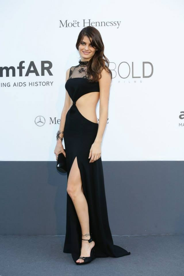 Isabeli Fontana in this cut out gorgeous black gown!