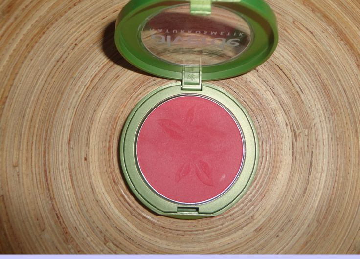 Bio Blush (Silicon e Paraben Free) http://www.prettybeautyblog.com/2013/12/16/blush-flamingo-alverde/