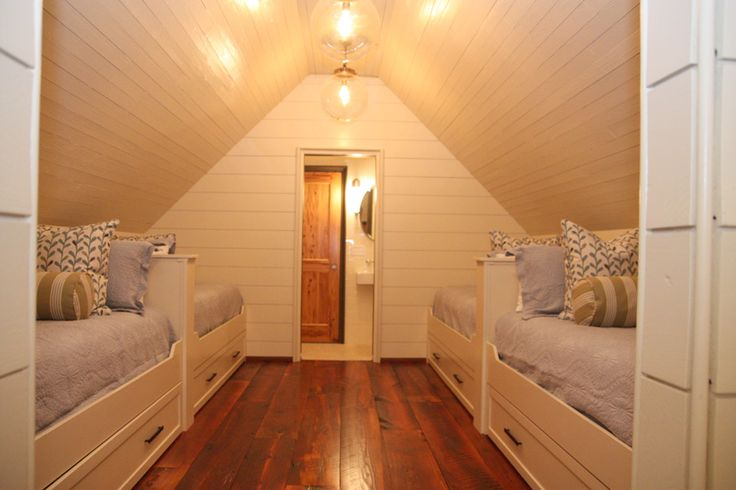 Beautiful attic makeover with plank ceilings: Kids Bedrooms, Attic Bedrooms, Planks Ceilings, Attic Spaces, Bunk Rooms, Attic Rooms, Beaches Houses, Guest Rooms, Kids Rooms