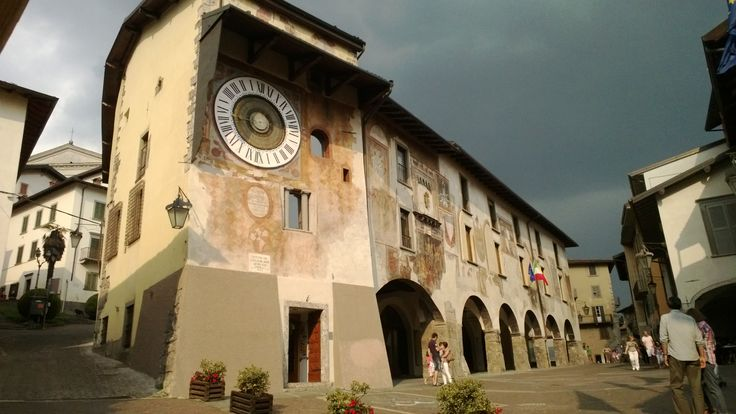 Clusone - piazza dell'orologio