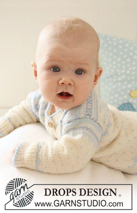 Sweet Cheeks / DROPS Baby 19-21 - Settet består av: Strikket DROPS jakke, bukse, hettelue og sokk med nordisk mønster i Baby Merino.