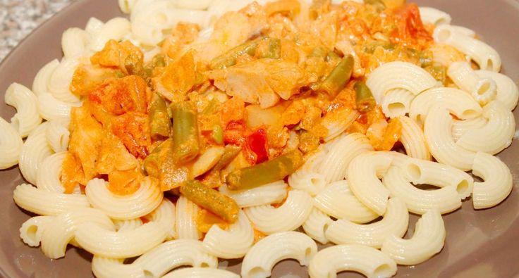 Zöldbabos harcsa recept: Ízletes zöldbabos harcsa recept! Kifőtt tésztával, vagy nokedlivel tálalva remek főétel. Egyszerűen mennyei fogás! ;)
