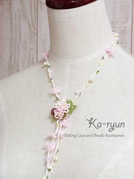 ぷっくりお花のブローチと小花のロングネックレス | Ka-ryun~タティングレースのアクセサリー~