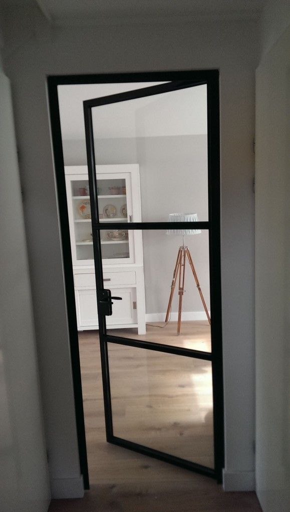 Stalen deur met glazen raamwerk d-tech staalwerk << vervanging tussendoor naar woonkamer maar liever grijs