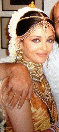 Aishwarya Rai wedding. South Indian bride. Kanchipuram silk sari.Temple jewelry. Braid with fresh flowers. Tamil bride. Telugu bride. Kannada bride. Hindu bride. Malayalee bride. Mangalore bride.