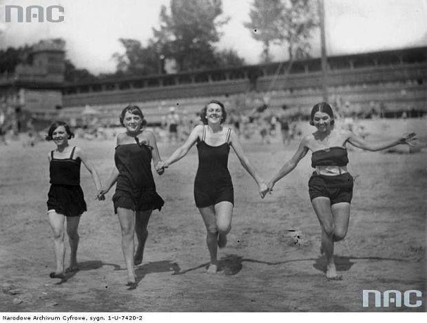 Nad Wisłą. Lipiec 1927 r.    Źródło: NAC